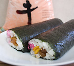 節分の日に「恵方巻(まるかぶり寿司)」をチャレンジ!